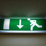 Par quelle réglementation les éclairages de sécurité incendie sont-ils encadrés ?