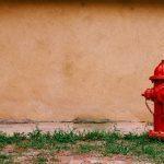 Quelles sont les différences d'utilisation entre un poteau et une bouche d'incendie ?