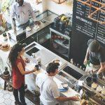 Quels sont les moyens de protection incendie obligatoires dans les restaurants et débits de boissons?